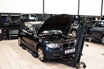 BMW 1 Serie 118D Sprunget Kaede Motorskift Vaerksted Schmiedmann Odense 1 Of 32
