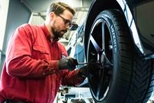 BMW S3 Schmiedmann Faar Monteret Z Performance Vinterfaelge Paa Vaerksted I Odense 8