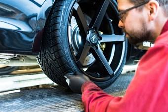 BMW S3 Schmiedmann Faar Monteret Z Performance Vinterfaelge Paa Vaerksted I Odense 14