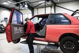 Schmiedmann BMW M3 E30 EVO2 Door Removal 9240