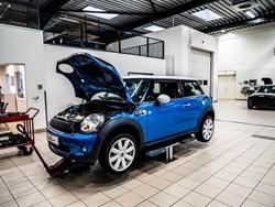 Blue MINI Cooper S Noisy Chain
